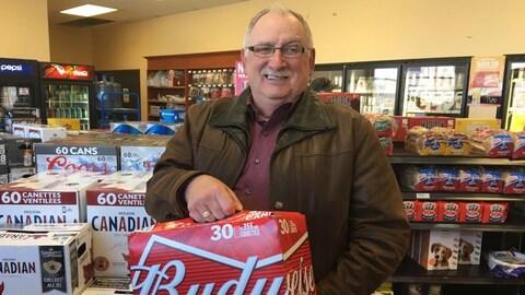 Après avoir obtenu gain de cause lors d'un premier procès en cour provinciale, Gérard Comeau s'est directement rendu dans un dépanneur du Québec pour s'acheter de la bière.