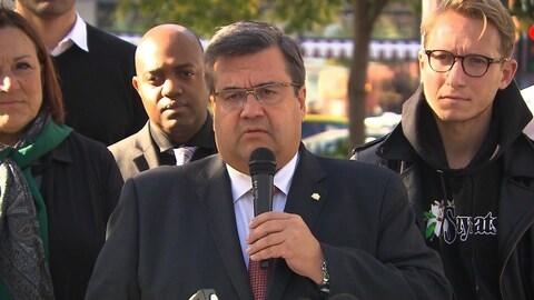 Le maire sortant Denis Coderre se dit « choqué » par les allégations contre Gilbert Rozon.
