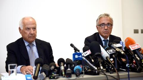 Fabio Cerchiai et Giovanni Castellucci, deux responsables de la société Autostrade per l'Italia, répondent aux questions des journalistes.