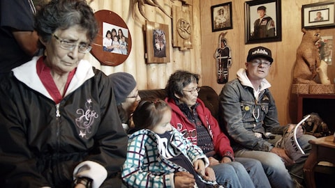Gord Downie et la famille de feu Chanie Wenjack