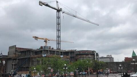 Les grues sont arrêtées sur le chantier du Capitole.