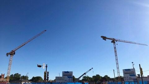 Les grues sont de nouveau immobiles sur le chantier du CHU de Québec.