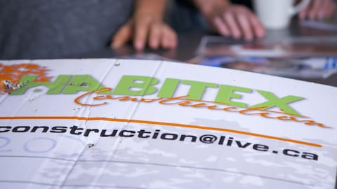 Une affiche d'Habitex construction.