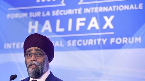 Le ministre canadien de la Défense, Harjit Sajjan, lors d'une allocution.