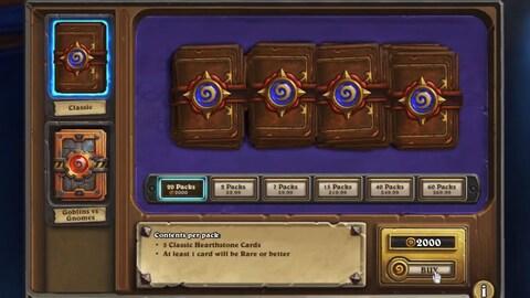 Une capture d'écran montrant la boutique en ligne du jeu  Hearthstone  avec une pile de livrets contenant des récompenses aléatoires.