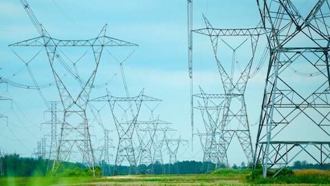 Des pylônes d'Hydro-Québec