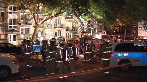 Une fillette d'un an a été retrouvée seule, en détresse respiratoire, dans l'un des logements lors de l'incendie.