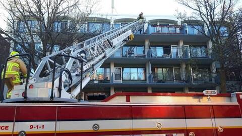La tâche était ardue pour les pompiers.