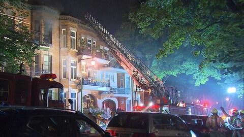 Un immeuble endommagé par le feu.