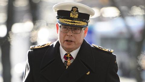 Le numéro 2 de l'armée, Mark Norman, à son arrivée en Cour de l'Ontatio, à Ottawa, mercredi.