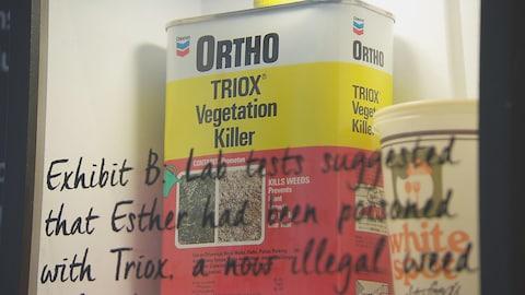 Un contenant de fertilisant, trouvé au domicile de Rene Castellani lors de l'enquête sur le meurtre de sa femme. Ce fertilisant contenait de l'arsenic.