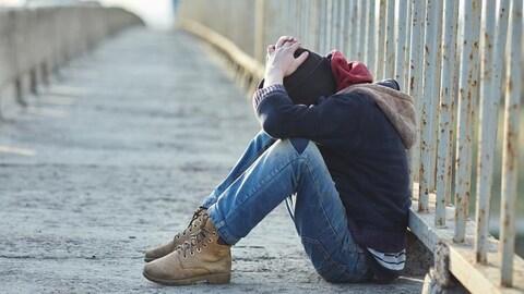 Un jeune sans-abri.