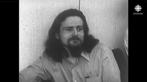 Jacques Rose, assis au banc des accusés.