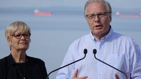 Jean-François Lisée en compagnie de Lorraine Richard, la députée sortante de Duplessis.