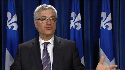 Jean-Marc Fournier explique pourquoi le gouvernement votera contre le rapport de la commissaire à l'éthique blâmant le député Pierre Paradis.
