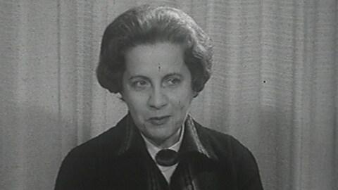 Jeanne Lapointe lors d'une entrevue en 1965.