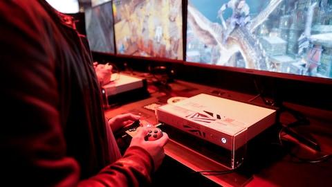 L'industrie du jeu vidéo est le plus récent bouc émissaire de la Maison-Blanche pour la violence associée aux armes à feu qui ravage les États-Unis.