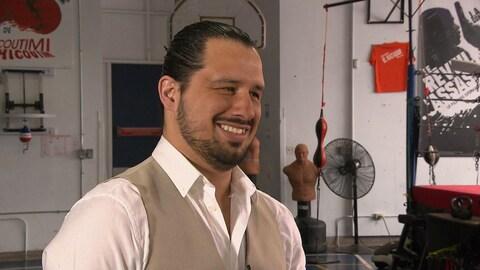 John Alejandro Gonzalez sourit au Club de boxe de Chicoutimi.