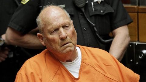 Joseph James DeAngelo a été officiellement inculpé pour meurtres avec circonstances aggravantes le 27 avril 2018.