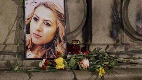 Une vigile pour Viktoria Marinova, une journaliste bulgare, morte après avoir enquêté sur l'utilisation de fonds de l'Union européenne.