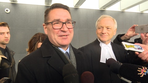 J.-P. Levesque et son avocat Brian Gover.