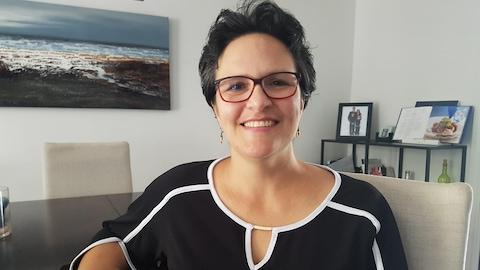 Julie Martel, porte-parole de Myélome Canada, dans sa demeure