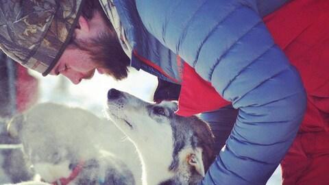 Justin Allen avec ses chiens.
