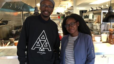 Alpha Toshineza rencontre Kelly Bado à la brasserie Black Bird