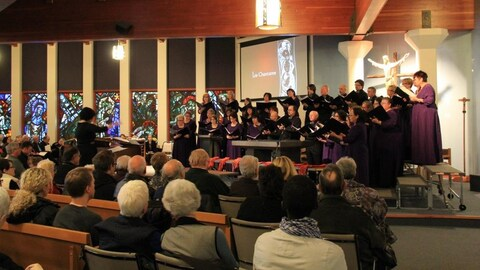 La chorale Les Chantamis, sous la direction de sa directrice Marie-Josée Ouimet lors du concert de Noël en 2015