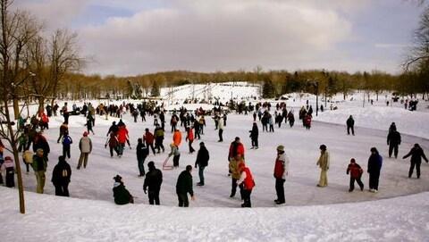 Des patineurs sur le mont Royal