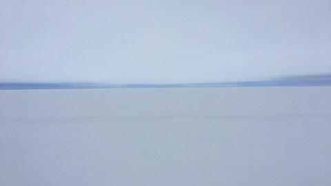 Le lac Saint-Jean a des allures de désert blanc pendant l'hiver.