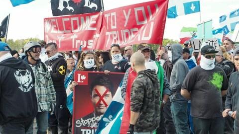 Les militants de Storm Alliance disaient manifester contre Justin Trudeau et les politiques libérales.