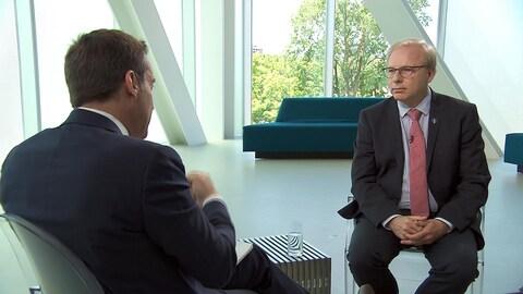 Le chef du Parti québécois Jean-François Lisée en entrevue avec Patrice Roy.