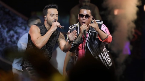 Luis Fonsi et Daddy Yankee chantent leur chanson « Despacito » au Latin Billboard Awards en avril 2017