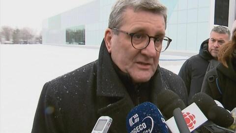 Le maire Labeaume avant son départ pour la France.