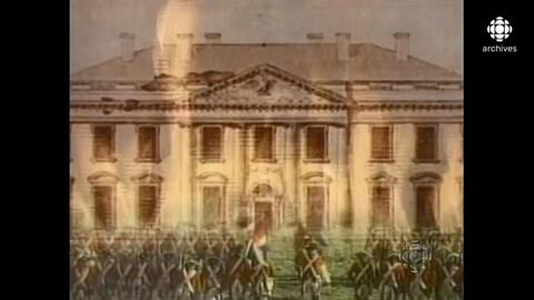 Images juxtaposés de la Maison-Blanche, avec un rangs de soldats en uniformes d'époque et de grosses flammes.