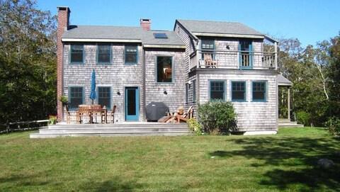 La maison d'Aquinnah, dans le Massachusetts, par une belle journée d'été.