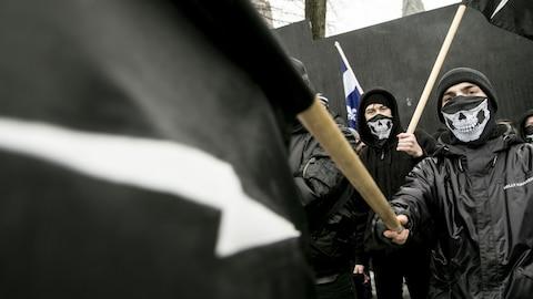 Des militants du groupe d'extrême-droite Atalante étaient présents.