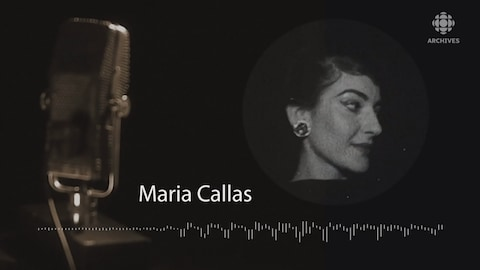 Photo de Maria Callas, microphone à l'avant-plan et infographies.