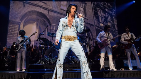 Martin Fontaine personnifie Elvis Presley dans le concert « Elvis Experience Symphonique ».