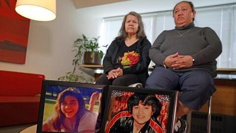 Melodie Casella, à droite, est la dernière à démissionner de l'Enquête nationale sur les femmes et les filles autochtones disparues et assassinées. (ENFFADA)