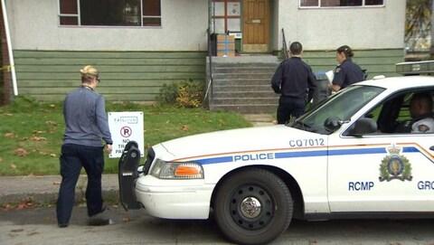 Une autopatrouille devant une maison de Port Coquitlam.