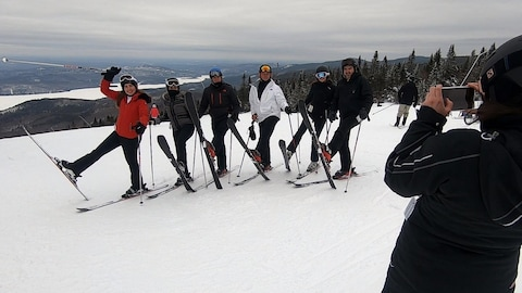 Roberto Carlos Collazo, sa femme, ses enfants et sa nièce en ski à Mont-Tremblant.
