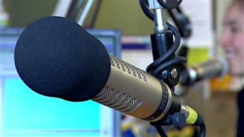 Le seul journaliste de la station Rouge FM d'Amqui perd son poste.
