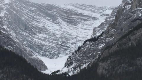 De la neige dans le pays de Kananaskis.