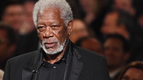 Morgan Freeman livre un discours lors du gala rendant hommage à Diane Keaton, à Los Angeles, en 2017.