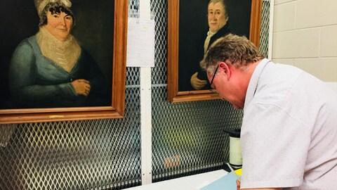 Christian Vachon, gestionnaire des collections et  conservateur de la collection de peintures, estampes et dessins au Musée McCord