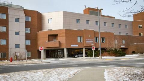 La Régie de la santé de la Nouvelle-Écosse assure quand même la présence constante d'un anesthésiste.