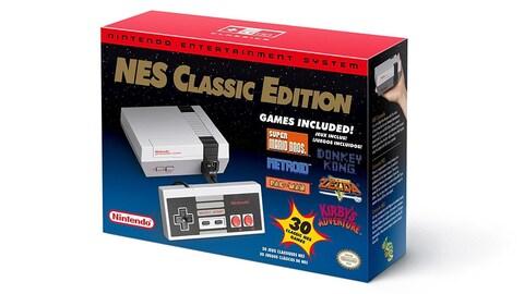 Une photo de la boîte d'une console NES Classic Edition.
