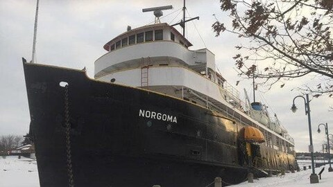 Le MS Norgoma au quai Roberta-Bondar de Sault-Ste-Marie.